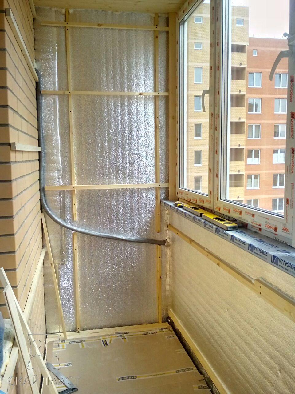 Как остекляют балкон пластиком.